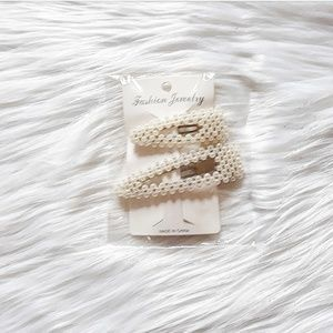 Accessories - Oversized pearl hair clips NWOT
